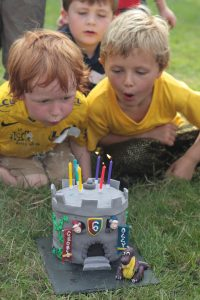 birthday party cake boys